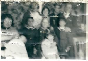 3 La Nonika 1942 à Paris Rue Basfroi, 11ème à g. Dolsa, Clairette bébé  et assise au milieu la Nonika