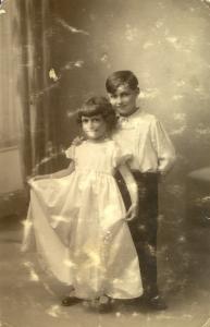 3  Paris 1930. Remise des prix d'école de fin d'année. Ma soeur Lulu et Alexandre.