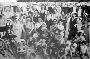 6 groupe  Trouville plage 1933