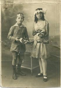 7 Vitaly & Dolsa Menache 17 août 1925 école rue Keller 11ème remise des prix