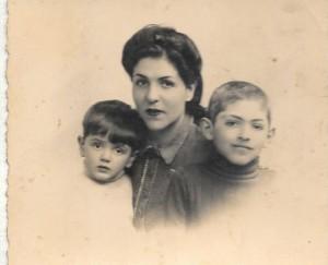 1941 Jacky, Rebecca la maman & Maurice Romi