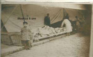 3  Maurice 6 ans fils de Rebecca et Nissim Romi déballage de marché à Bône en Algérie 1935