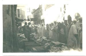 4 Etalage de marché en Algérie, 1935, Nissim Romi tête nue