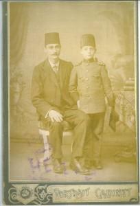 M Zarco& son fils en habit de choeur Synagogue à Istanbul