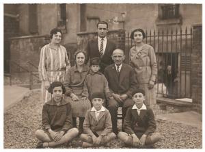 2 Famille Saül réunie à Asnières, 1929, après le départ de Salonique.  Vidal, Mazal-Tov, Isaac, Boena, Rosina, Clair